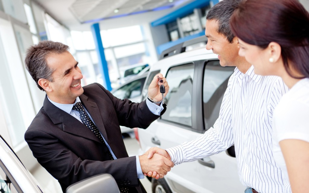 Happy-Car-Salesman-closing-deal-1024x641